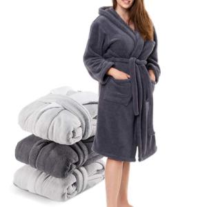bata de mujer con capucha