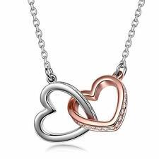 collar de corazones entrelazados